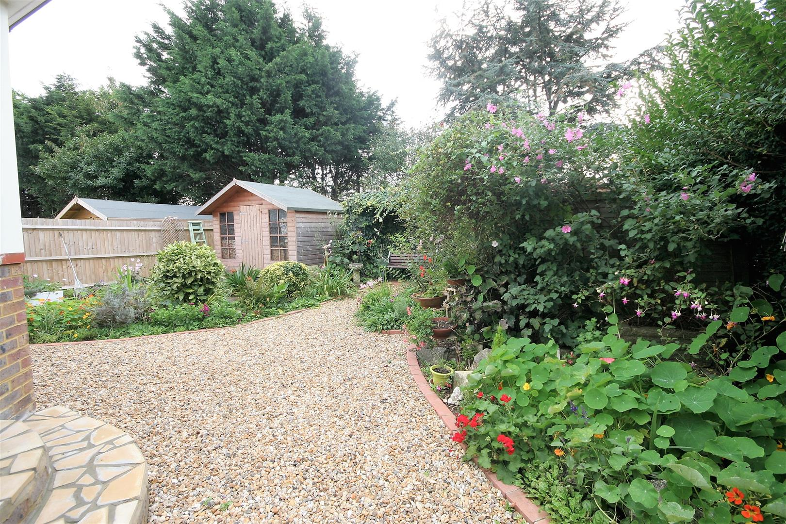 4 Bedrooms Chalet House for sale in Fairfield Close, Shoreham-By-Sea